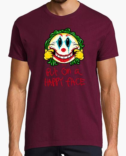 Faccina indossa una t-shirt da uomo felice