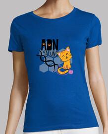 femme adn chemise de chat