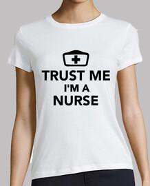 fidati di me im un'infermiera