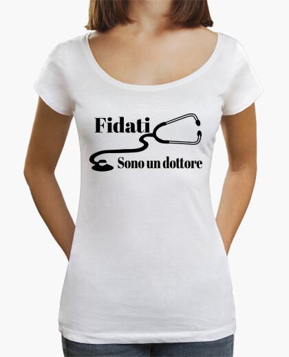 T-shirt Fidati sono un dottore