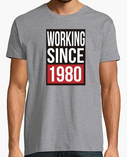 Camiseta Funny Working Since 1980
