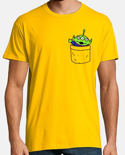 giocattolo alieno in una pocket t-shirt da uomo