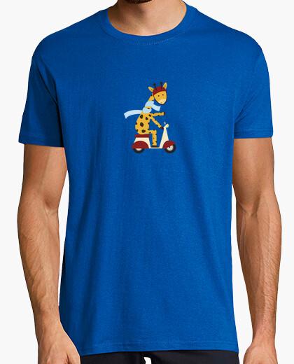 Tee-shirt girafe sur le moteur scooter