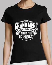 Grand-mère la seule la vraie