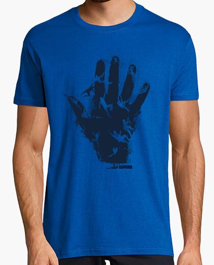 T-shirt hand climb
