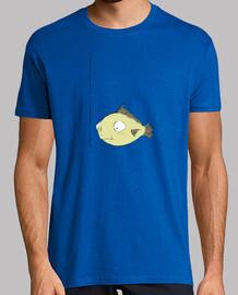 hombre enganchado camiseta