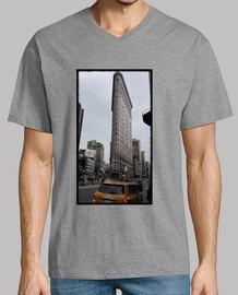 Hombre, manga corta cuello pico largo, morado.  New York