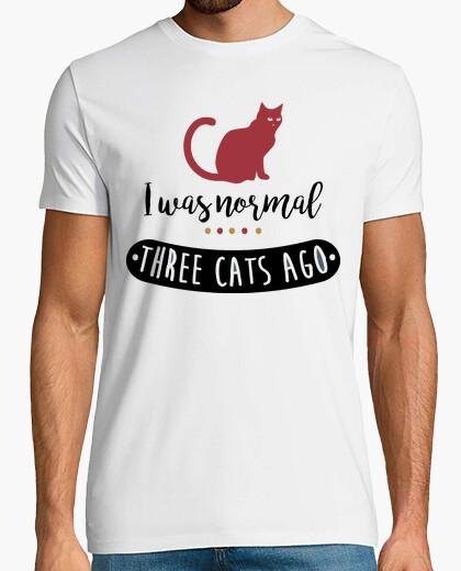 Tee-shirt i était normalement il y a trois chats