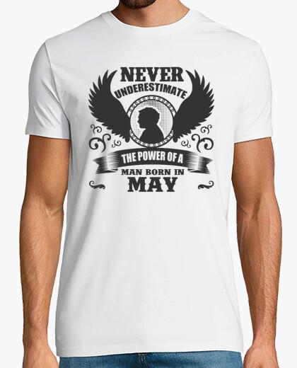 T-shirt il potere dell'uomo nato nel maggio