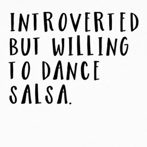 Camisetas Introvert but willing to dance salsa