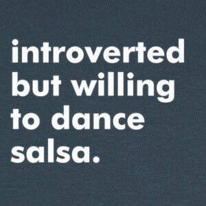 Camisetas Introverted but willing to dance salsa.
