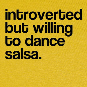 Camisetas introverted but willing to dance salsa