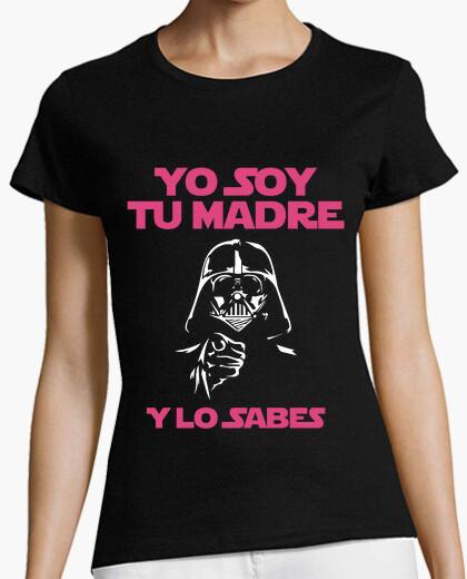 T-shirt io sono tua mamma (e si sa) donna (sfondo scuro)