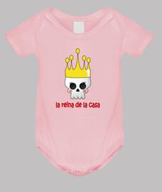 la reine de la maison. fille, corps bébé, rose