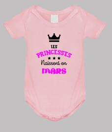 Les princesses naissent en mars / Bébé