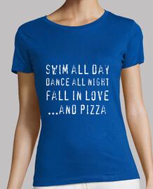 l'été parfaite. nager all jours, danser all la nuit and la pizza
