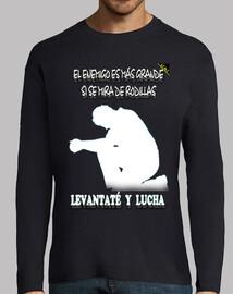 Levantaté y Lucha (En Blanco) - Camiseta