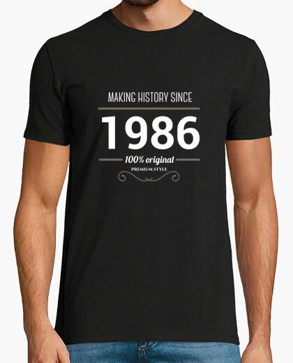 Tee-shirt l'histoire de la fabrication de texte blanc 1986