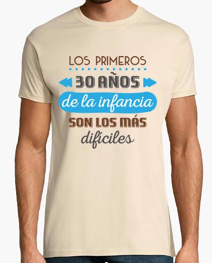 Camiseta Los Primeros 30 Años de la Infancia, 1990, Fondo Claro