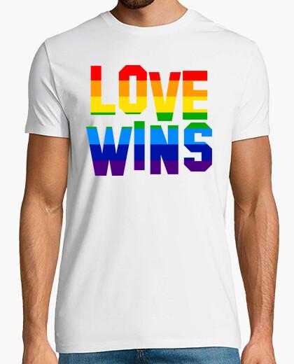 Camiseta LOVE WINS