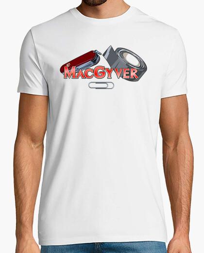 Camiseta MacGyver - Navaja Multiusos, Cinta Americana y Clip
