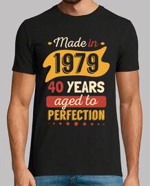 mad e nel 1979 a 40 anni age d alla per