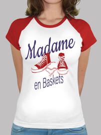 Madame en baskets