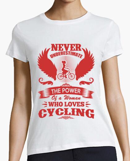 T-shirt mai sottovalutare il potere di una donna