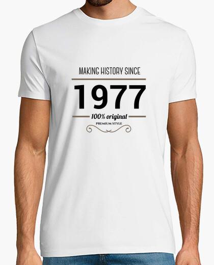 Camiseta Making history 1977 black text