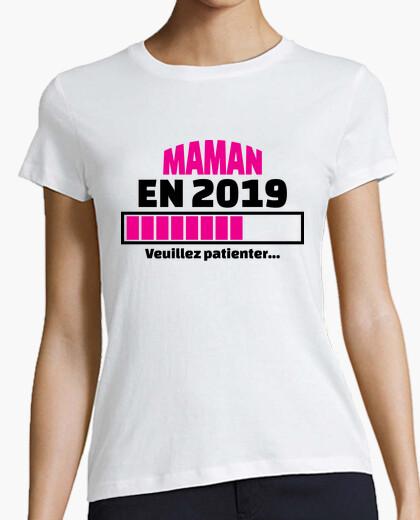 Camiseta mamá en 2019 por favor espere