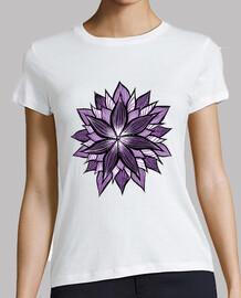 mandala pourpre comme fleur abstraite