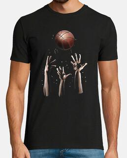 manos agarrar una pelota de baloncesto