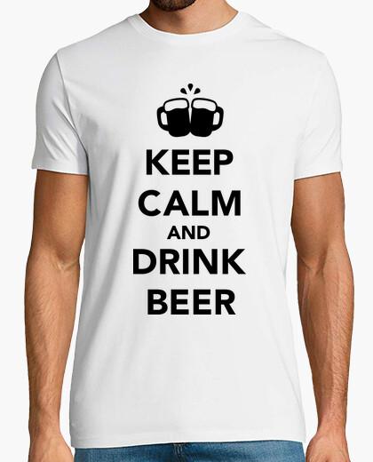 Camiseta manten la calma y bebe cerveza