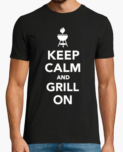 Camiseta mantener la calma y asar a la parrilla
