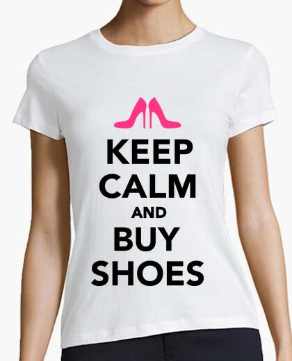 Camiseta mantener la calma y comprar zapatos
