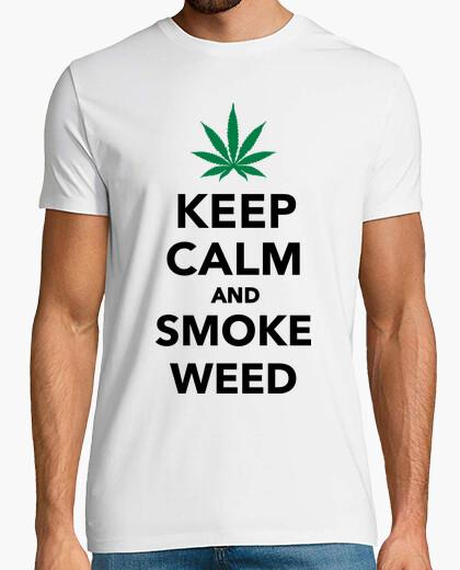 Camiseta mantener la calma y el humo de malezas