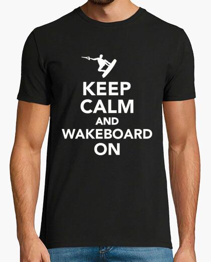 Camiseta mantener la calma y el wakeboard en