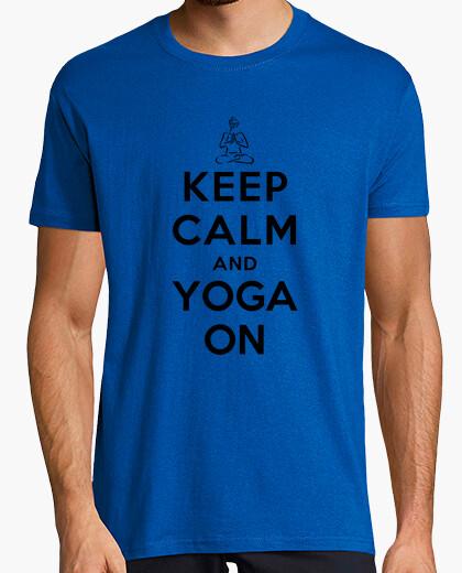 Camiseta mantener la calma y la yoga en