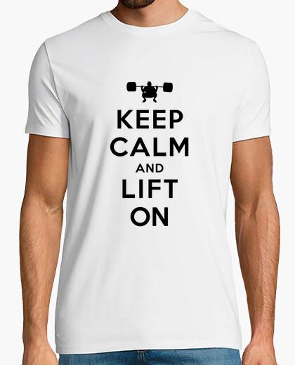 Camiseta mantener la calma y levante en