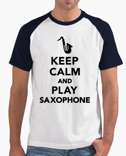 Camiseta mantener la calma y tocar el saxofón