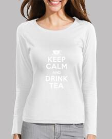 mantenere la calma e bere il tè