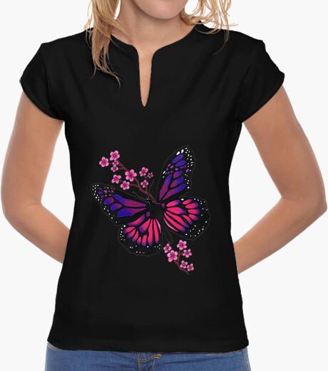 Camiseta mariposa con flor