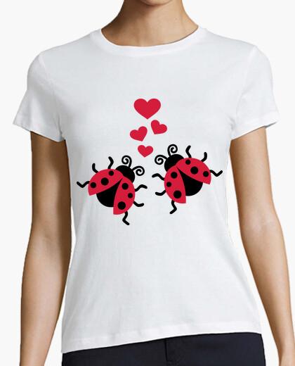 Camiseta mariquitas en los corazones del amor