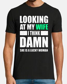 mirando a mi esposa pienso mujer afortu