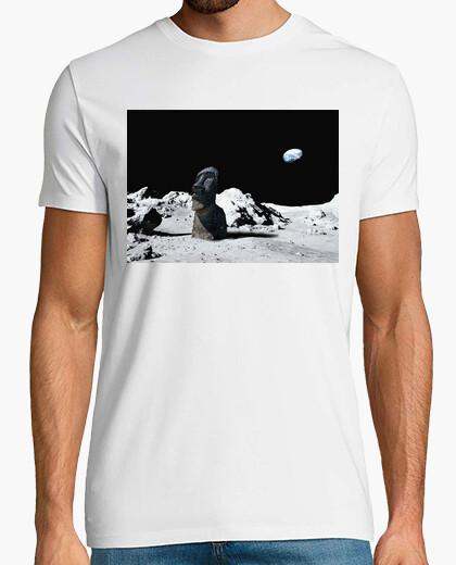Camiseta moai en la luna