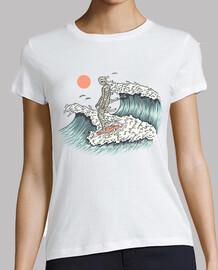 momia surfeando