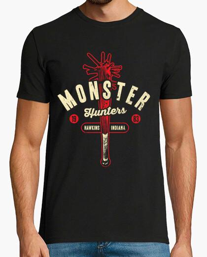 Monster hunters 83 / stranger things / mens t-shirt