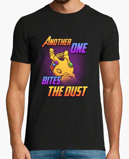 T-shirt morde la polvere