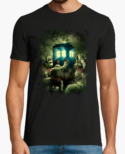 Morlock bussando alla t-shirt