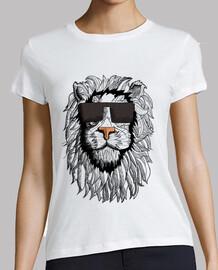 mujer camiseta del león